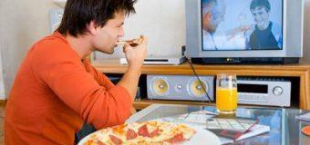 Yemek yerken TV izlemeyin!
