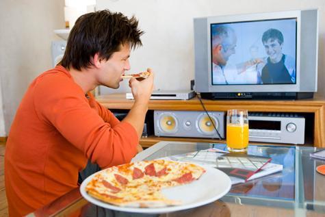 tv-karsisinda-yemek-yemek-kilo
