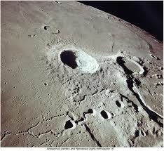 Ay'a çarpan meteor 20 metrelik krater oluşturdu.