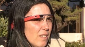 Google Gözlük'le araba kullanan kadının davası düştü
