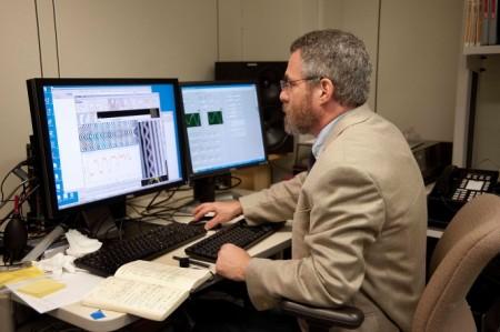 Ses analizi yapan bir Ses Mühendisi