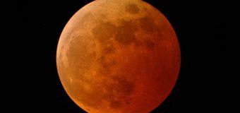Kanlı ay tutulmasını milyonlar izledi