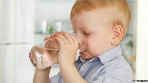 Obeziteye karşı çocuklara 'su için' tavsiyesi
