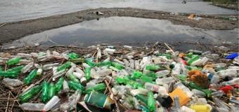 Okyanuslardaki plastik atıklar 'kayboluyor'