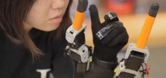 Tek elle muz soyabilen robot parmak