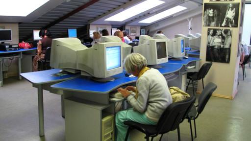 rusyada-bir-internet-cafe