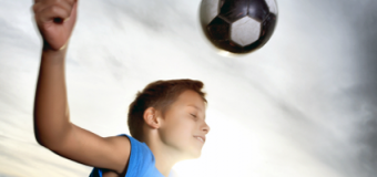 Çocuklara topa kafa vurmama uyarısı