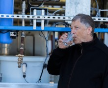 Bill Gates insan dışkısından elde edilen suyu içti