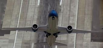Bu uçak dikine kalkıyor!