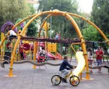 Her gün 40 dakika dışarıda oynamak çocukların gözlerine iyi geliyor