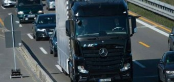 Sürücüsüz kamyon yola çıktı