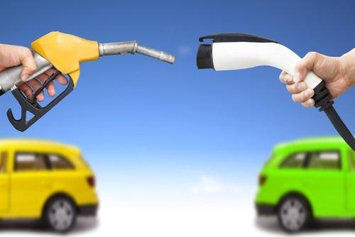 elektrikli-benzinli-araba