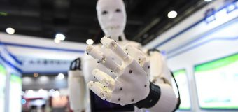 Çin'de yapay zekalı robot insanları yendi