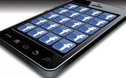 """Facebook """"akıllı telefon"""" peşinde"""