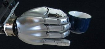 Bulaşık makinesini yerleştirebilen robot