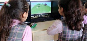 YTÜ'de Kızlar yazılım eğitimi alıyor