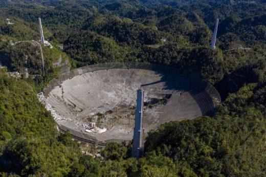 Dünya'nın en büyük radyo teleskopu çöktü